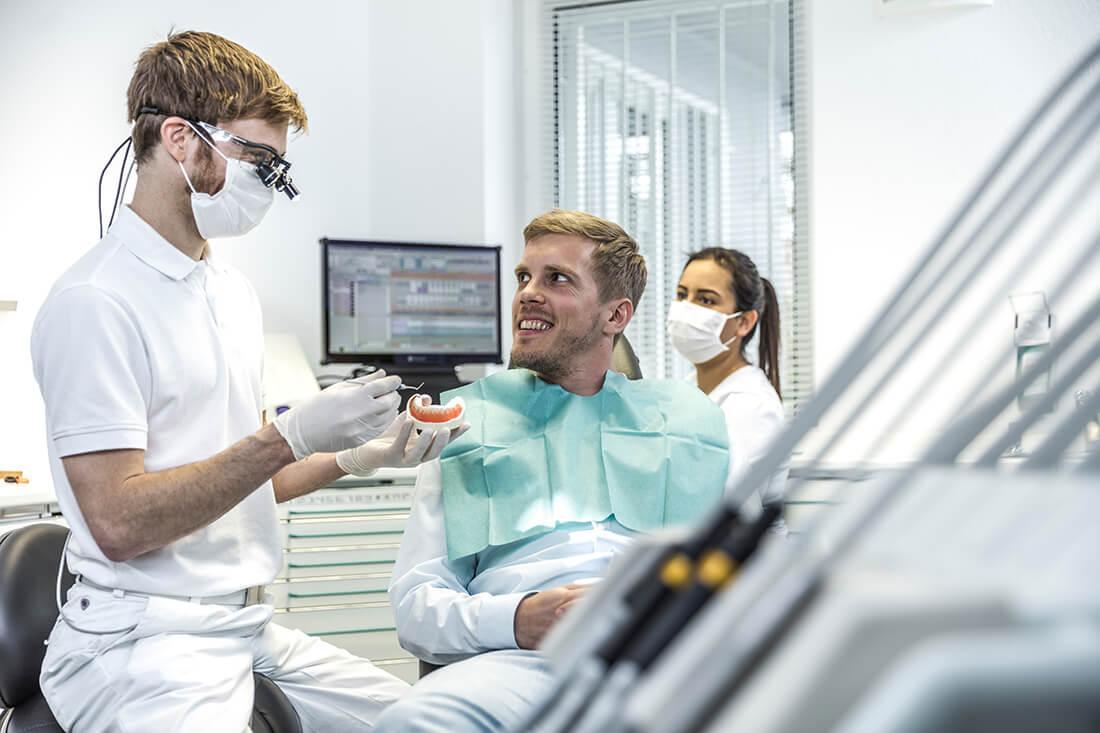 Zahnarzt Köln Rondorf - Tiddens - bei der Behandlung